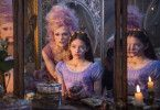 Im Naschwerkland trifft Clara (Mackenzie Foy, vorne) auf die Zuckerfee (Keira Knightley), die Regentin des leckersten aller Reiche.