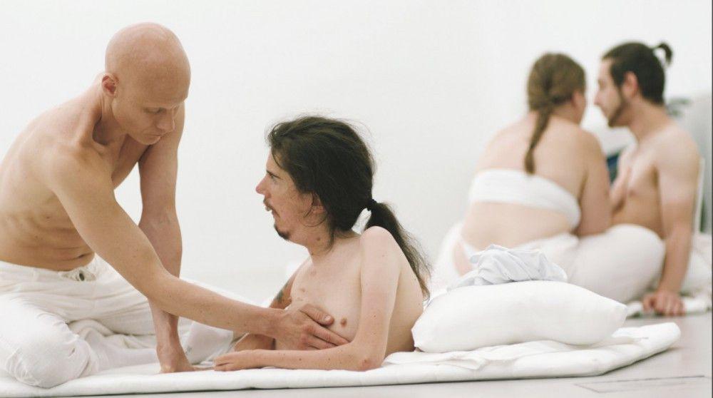 Was ist normal und was ist anders? In einem Touch-Workshop lernen die Teilnehmer, Nähe zuzulassen.