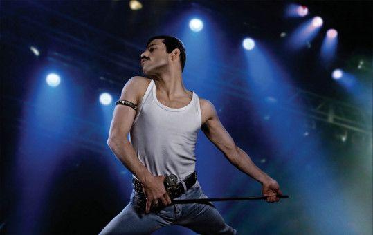 Rami Malek verkörpert überzeugend den Frontmann der Rockband Queen.