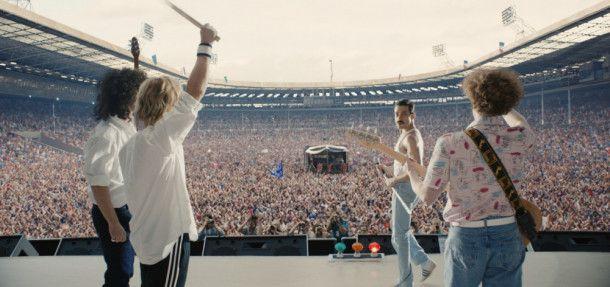 Höhepunkt des Films ist das Live-Aid-Konzert in London im Jahr 1985 (von links): Brian May (Gwilym Lee), Roger Taylor (Ben Hardy), Freddie Mercury (Rami Malek) und John Deacon (Joe Mazzello) erobern die Bühne.