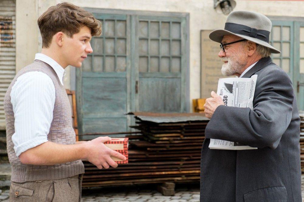Zwischen dem Jüngling Franz (Simon Morzé, links) und dem alternden Sigmund Freud (Bruno Ganz) entspinnt sich so etwas wie eine Vater-Sohn-Freundschaft.