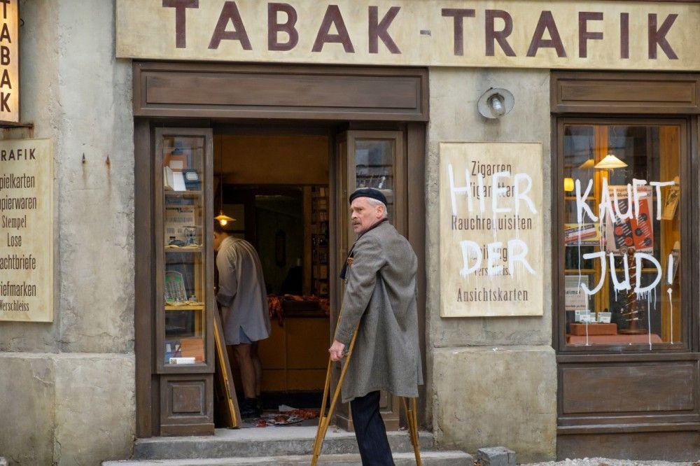 Die Zeiten werden kurz vor dem Anschluss Österreich für den Trafikanten Otto Tresnjak (Johannes Krisch) immer gefährlicher.