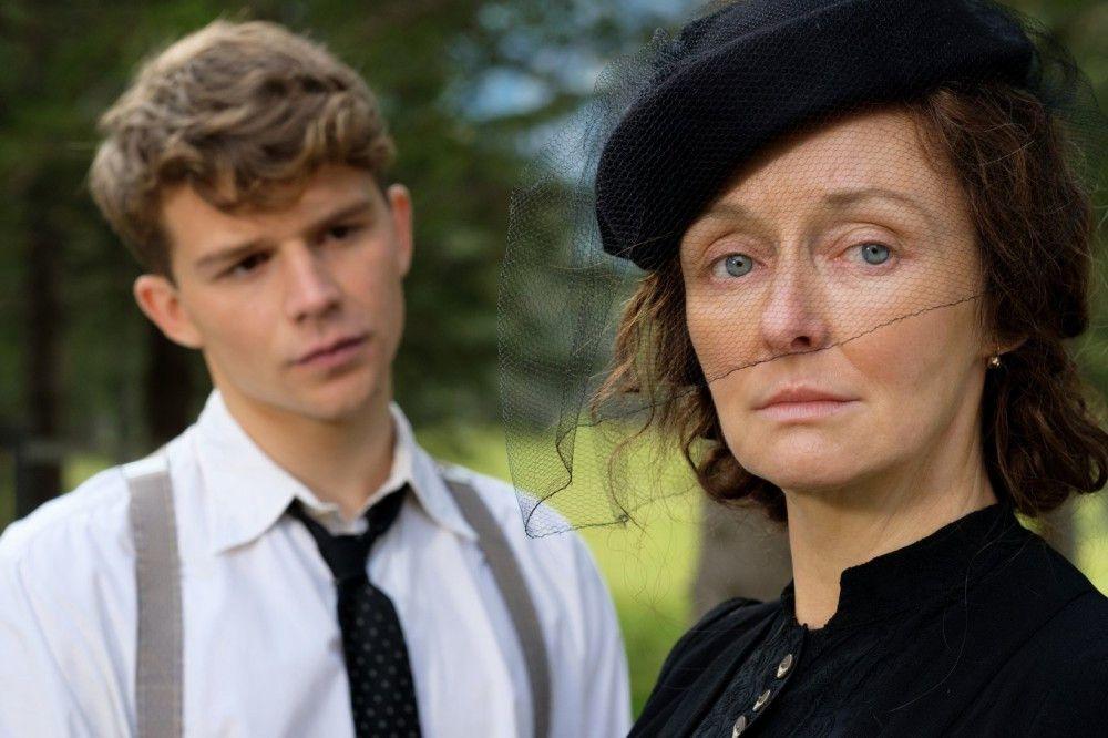 Seine Mutter (Regina Fritsch) schickt Franz (Simon Morzé) nach Wien zu einem Trafikanten in die Lehre.