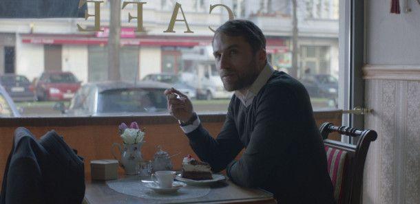 Der Israeli Oren (Roy Miller) ist immer wieder geschäftlich in Berlin. Jedes Mal besucht er das Café von Thomas.