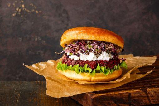 Lecker und vegetarisch: Auch ein Burger kann ohne Fleisch auskommen und schmecken.