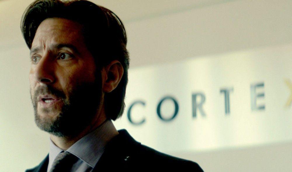 Dunns Geschäftspartner Lawton (Henry Ian Cusick) will die Maschine um jeden Preis zurückbekommen.