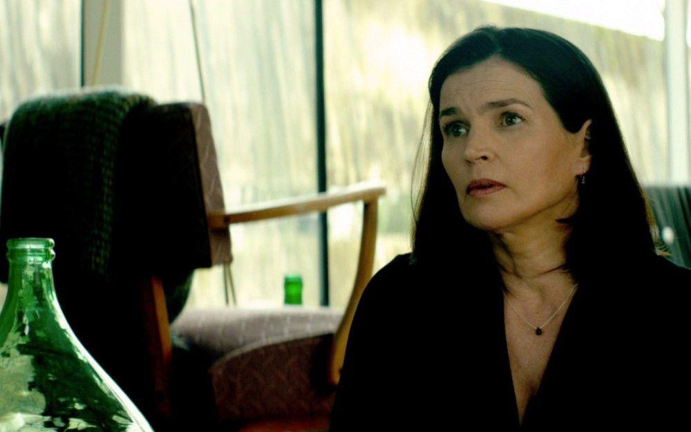 Carolyn Dunn (Julia Ormond) will wissen, wer ihren Mann umgebracht hat.