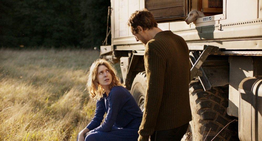 Krisi (Elena Radonicich) und Armin (Hans Löw) beginnen, über ihr weiteres Zusammenleben zu streiten.