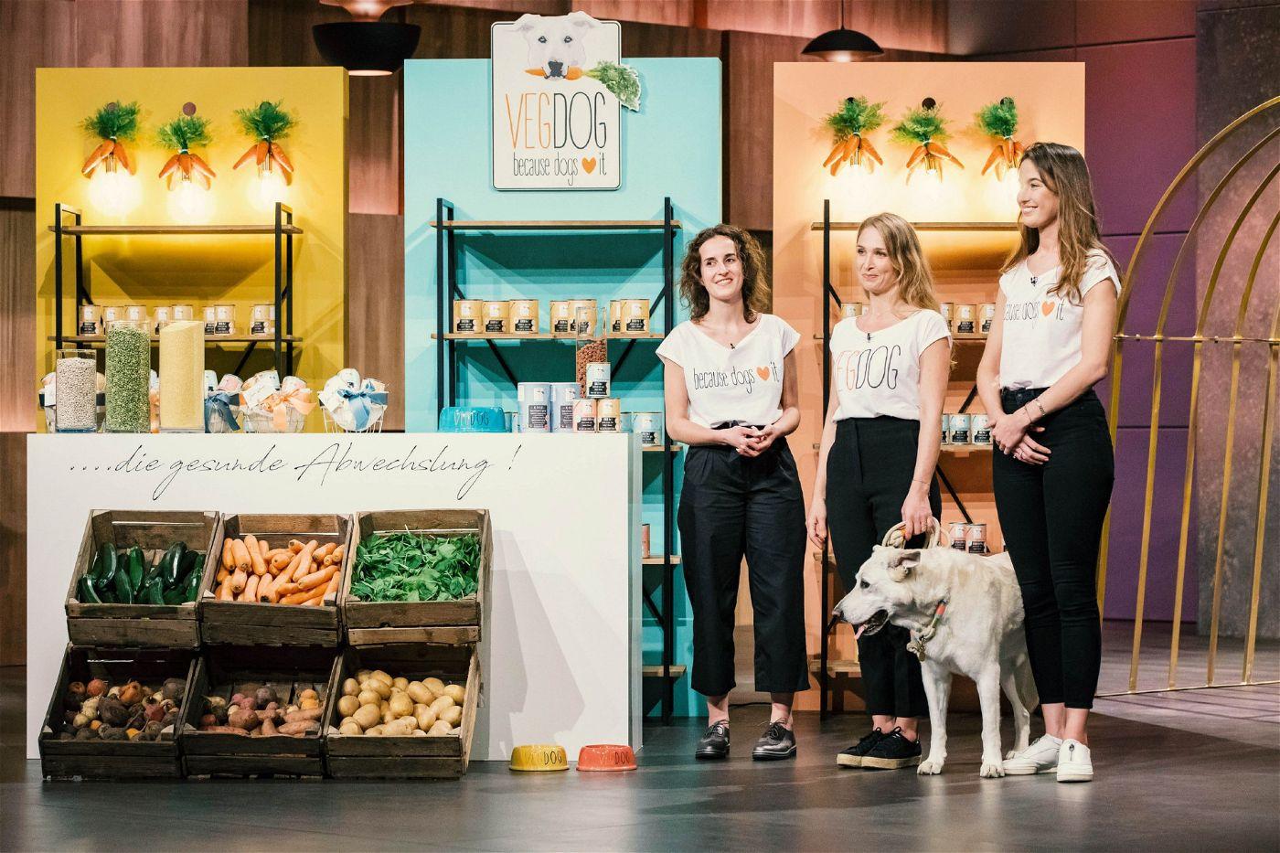 """<p><b>Die Gründer und ihr Produkt</b>: Tessa Zaune-Figlar (34), Valerie Hansen (28) und Lisa Walther (29) vertreiben veganes Hundefutter unter dem Namen """"VEGDOG"""".<p><b>Der Wunsch</b>: 150.000 Euro für einen Firmenanteil von zehn Prozent.</p> <p><b>Der Deal</b>: Dagmar Wöhrl investiert 120.000 Euro für 20 Prozent.</p>"""