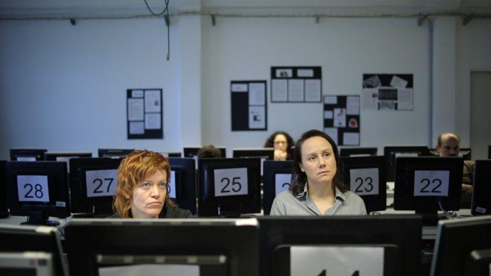 """""""Es geht um das Groteske der Bewerbungstrainings und Fortbildungen. Um absurde Dinge, die wir tun, um unser Gesicht zu wahren."""" Eva Löbau (rechts) über ihren Film """"Reise nach Jerusalem""""."""
