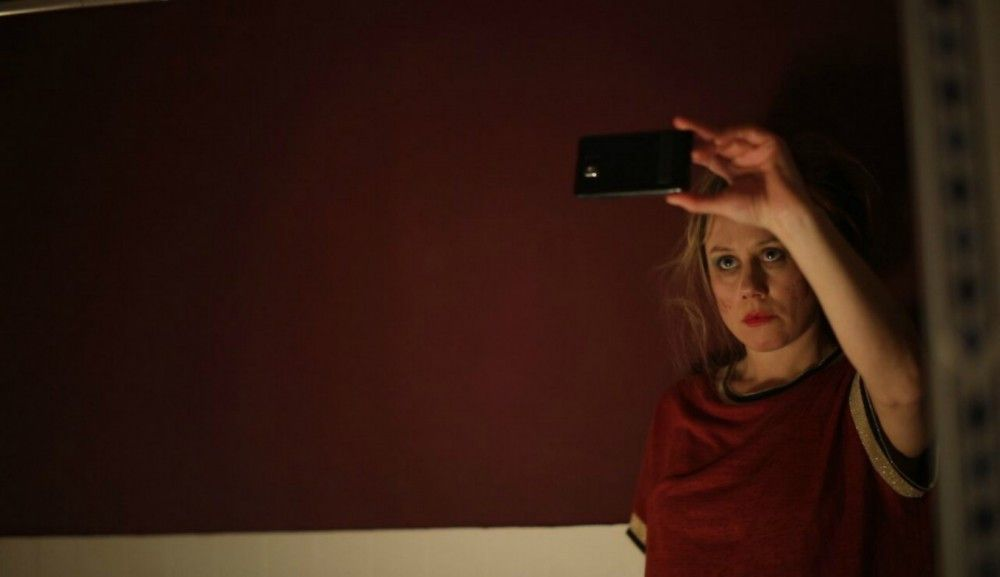Bitte lächeln - trotz existenzieller Not: Alice (Eva Löbau) sucht als arbeitslose Berlinerin einen neuen Job.