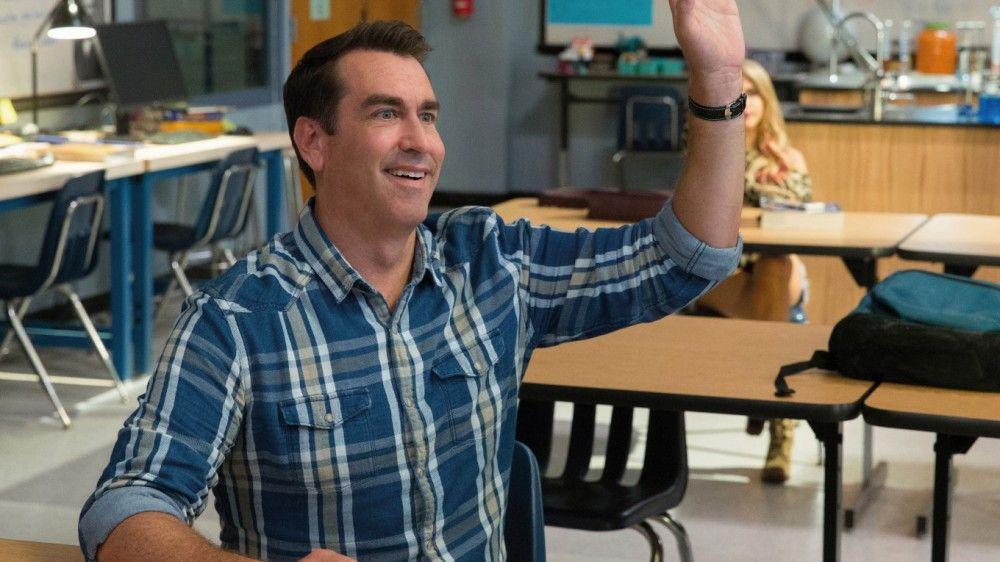 Teddy ehemaliger Mitschüler Mackenzie (Rob Riggle) hat es inzwischen zum Schulleiter gebracht.