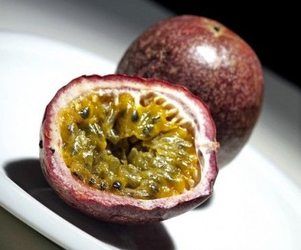 Leckere Exotin: Die unscheinbare Maracuja enthält viele Vitamine.