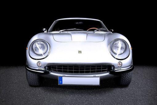 """Bei der Ausstellung """"PS: Ich liebe Dich. Sportwagen-Design der 1950er- bis 1970er-Jahre"""" kommen Autofans auf ihre Kosten."""