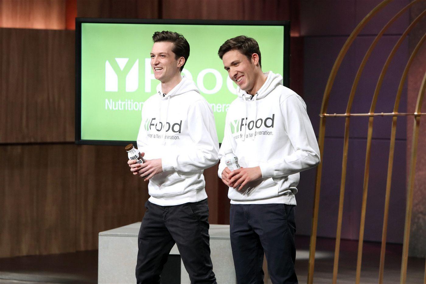"""<p><b>Die Gründer und ihr Produkt</b>: Benjamin Kremer (28) und Noel Bollmann (25) haben """"YFood"""" entwickelt, einen Drink, der eine komplette Mahlzeit gesund und schnell ersetzen soll.<p><b>Der Wunsch</b>: 200.000 Euro für einen Firmenanteil von zehn Prozent.</p> <p><b>Der Deal</b>: Frank Thelen schnappt sich 20 Prozent der Firmenanteile für 200.000 Euro.</p>"""