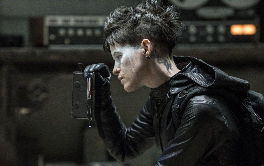 Lisbeth (Claire Foy) kann zwei Dinge sehr gut: Männer töten und hacken.