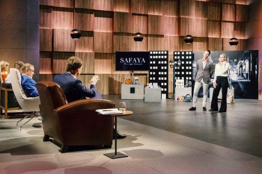 """Mit """"SAFAYA"""" präsentieren Tahnee Laternser und Julian Straube aus Düsseldorf den """"Löwen"""" ein Abwehrspray im neuen stylischen Design – und in der Größe eines Lippenstifts."""