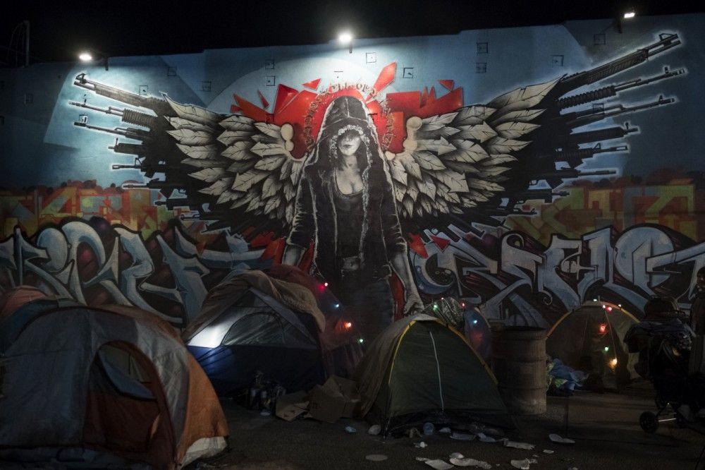 Auf den Straßen von L.A. wird Riley (Jennifer Garner) als Heldin gefeiert.