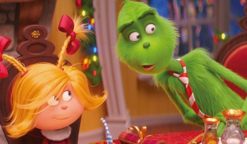 """""""Auf die Güte und die Liebe und das Weihnachtsfest"""", fasst der Erzähler zusammen. Cindy-Lou und der Grinch haben es auch dieses Mal geschafft, auf die eigentlichen Werte von Weihnachten hinzuweisen."""
