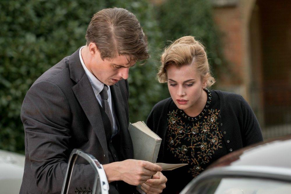 Um den Tod des Großvaters von Sophia (Stefanie Martini) zu untersuchen, begibt sich Charles (Max Irons) auf das Anwesen der Familie.