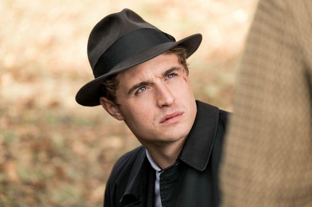 Privatdetektiv Charles Hayward (Max Irons) will sich mit einer eigenen Kanzlei in London etablieren.