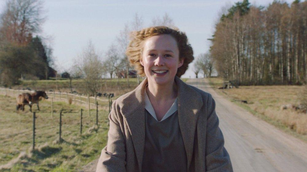 Astrid Lindgren (Alba August) wird von einer recht unbeschwerten Kindheit plötzlich ins harte Leben katapultiert.