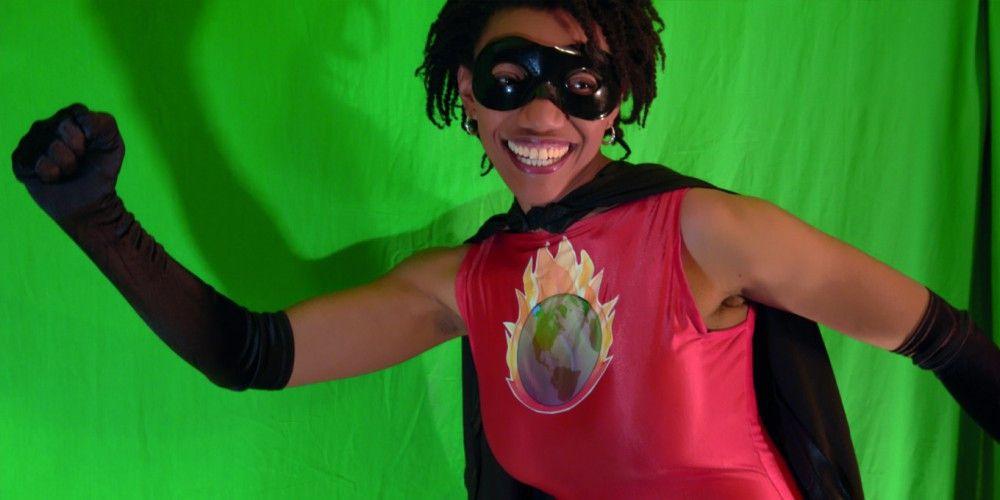 Die Internetaktivistin Joylette Portlock inspiriert Menschen als Superheldin verkleidet zu nachhaltigem Handeln.