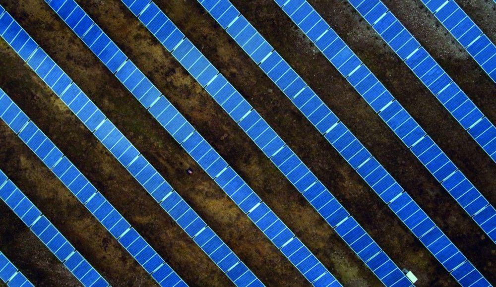 Der Unternehmer Amir Roughani, der lange an der Energiewende zweifelte, errichtete jüngst eine Solaranlage auf einem ehemaligen, ostdeutschen Militärgelände.