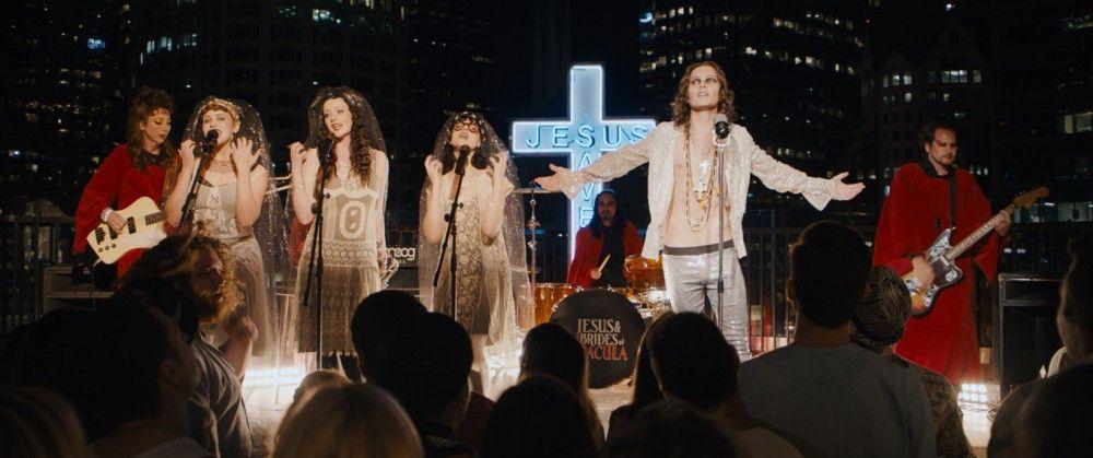 Die Band der Stunde in der Hipster Community wird angeführt von Jesus (Luka Baines).