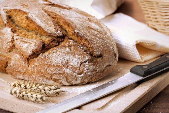 Brot bleibt ungeschnitten länger frisch.