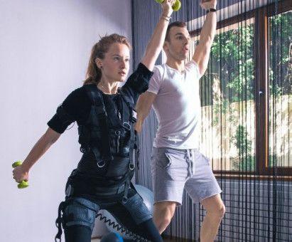 Training unter Strom: Beim EMS-Training werden die Muskeln mit Hilfe elektrischer Reize, die durch Elektroden übertragen werden, zum Wachstum angeregt.