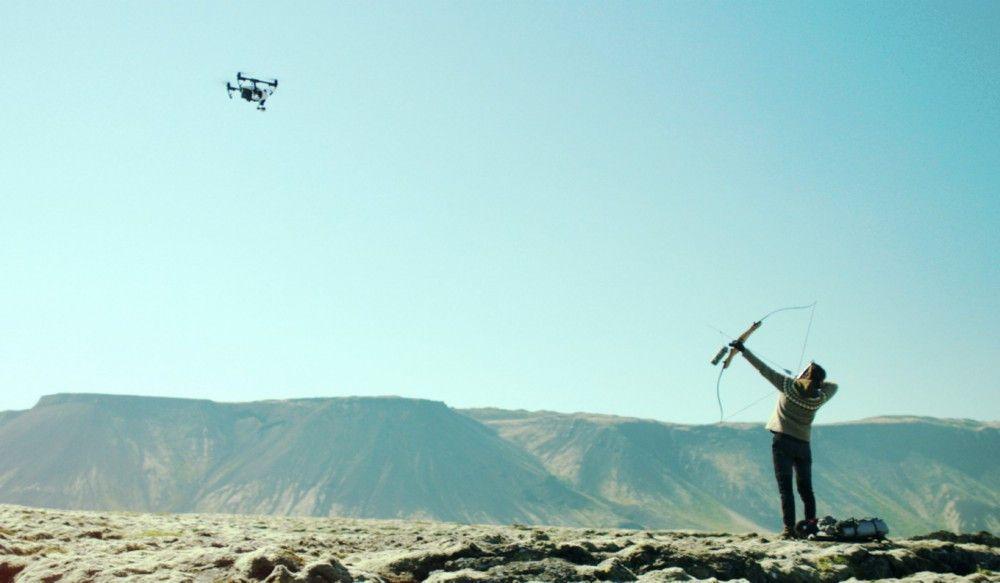 Um ihr Ziel zu erreichen, schießt Halla (Halldora Geirhardsdottir) auch mal auf Drohnen.