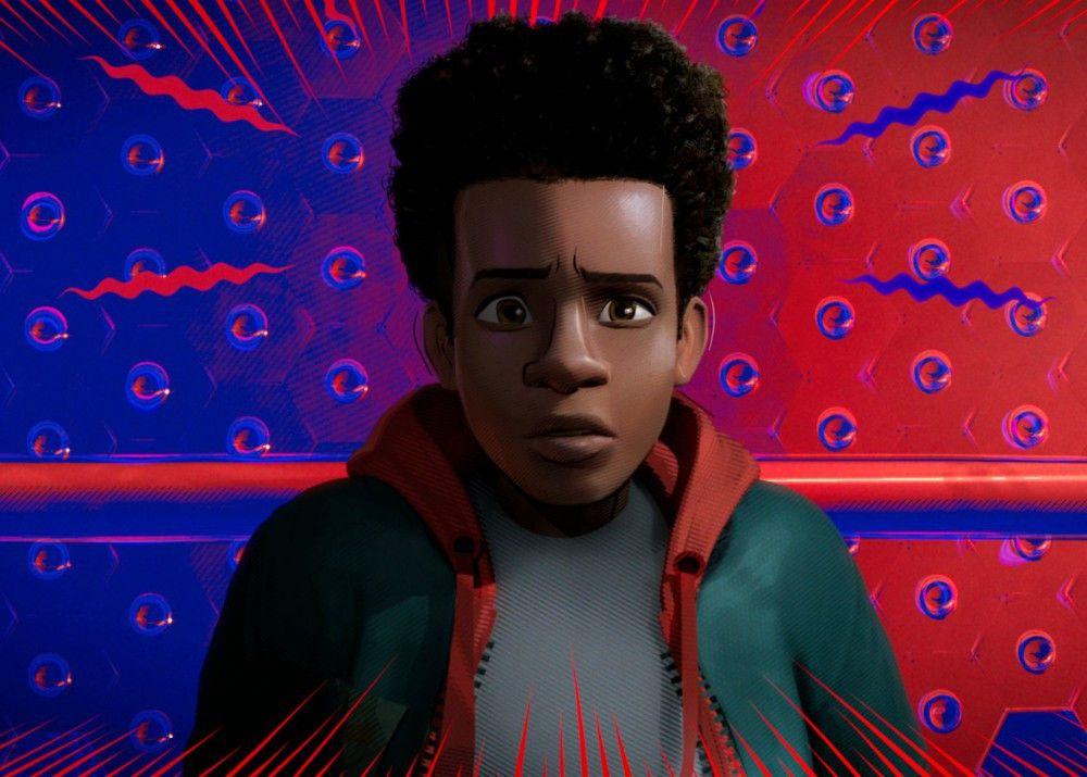 Miles Morales ist ein ganz normaler Teenager - bis er von einer radioaktiven Spinne gebissen wird.