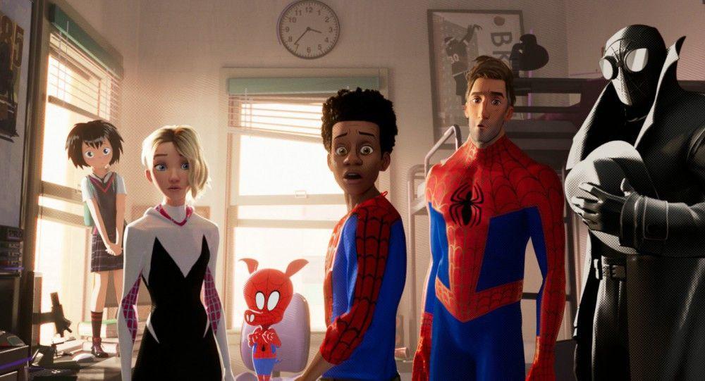 Spinnenwesen, vereinigt euch: Gemeinsam müssen Peni Parker, Spider-Gwen, SpiderHam, Miles Morales, Peter Parker und Spider-Man Noir (von links) gegen Bösewicht Kingpin kämpfen.