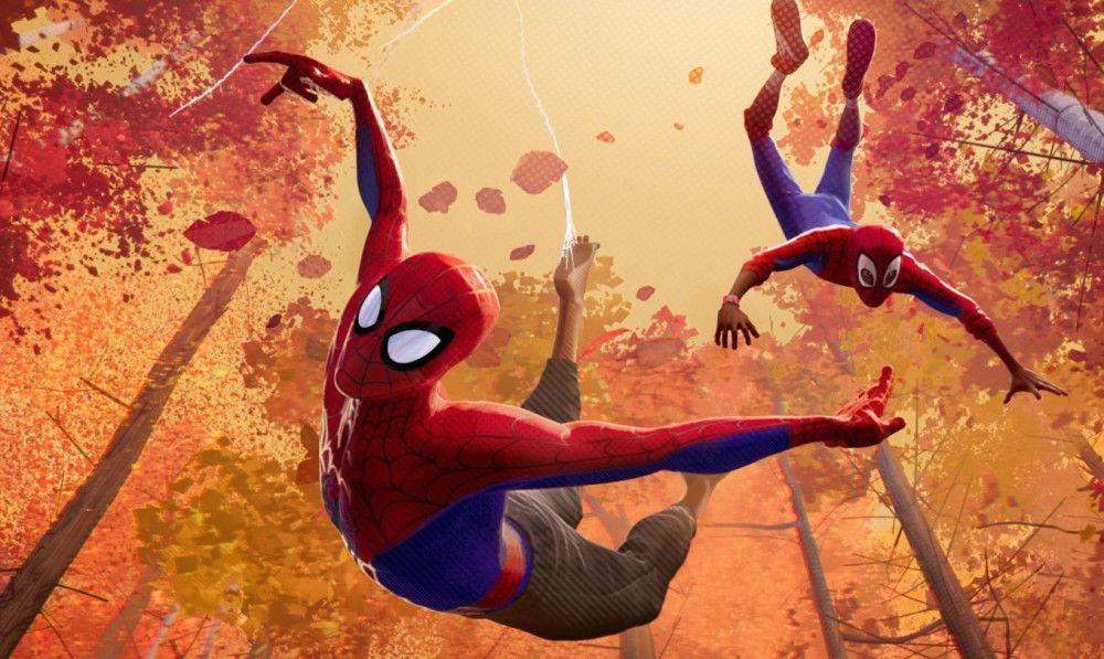 Von Peter Parker (links) lernt Miles Morales, wie man ein Superheld ist.