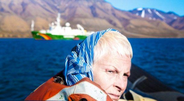 Vivienne Westwood auf einem Boot der Umweltorganisation Greenpeace.
