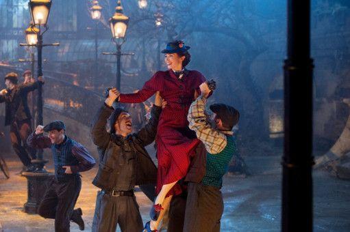 Mary Poppins (Emily Blunt) legt sich auch in der Fortsetzung gesangs- und tanztechnisch mächtig ins Zeug.