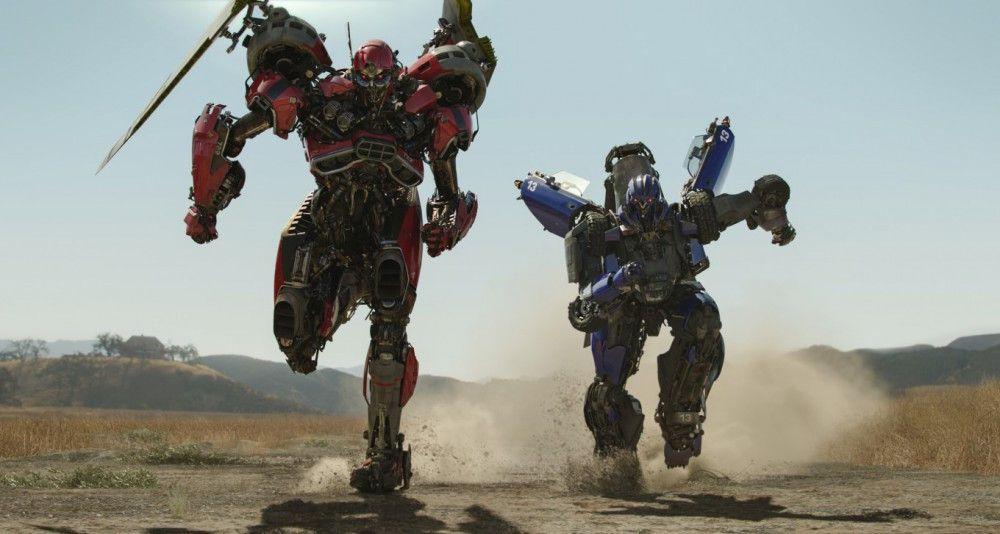 Die beiden Decepticons Dropkick und Shatter - nomen est omen - suchen auf der Erde nach Bumblebee.