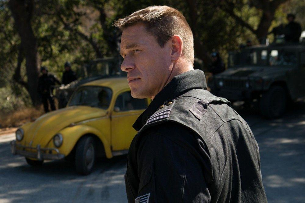 Die US-Regierung ist nicht sehr erfreut über den Besuch aus dem All: Das sieht man Agent Burns (John Cena) deutlich an.