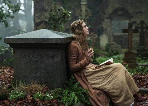 Am Grab ihrer Mutter sucht Mary (Elle Fanning) Zuflucht.