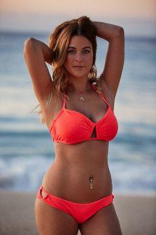 Nadine, 30, Montiererin aus Dillingen a.d. Donau. Sie baut beruflich Spülmaschinen zusammen und bezeichnet sich selbst als liebevoll und tolpatschig. <b>Raus in Folge 6</b>