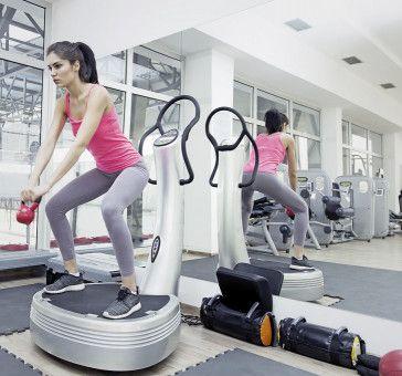 Körperspannung: Die vibrierende Geräteplatte fordert vor allem die Bein-, Po- und Bauchmuskulatur