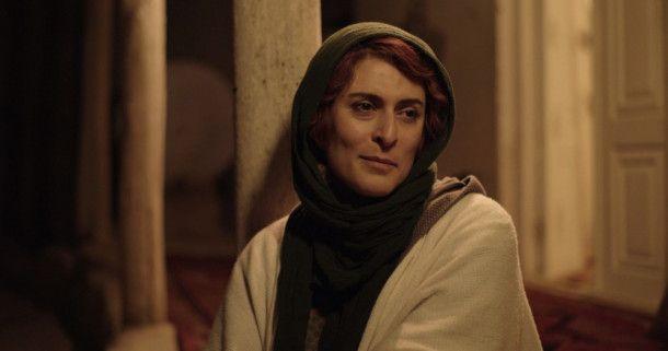 Behnaz Jafari ist selbst Schauspielerin und sucht nun eine junge Frau, die sich mutmaßlich umgebracht hat, weil sie nicht Schauspielerin werden darf.