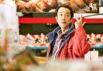 Geheime Codes und Zeichen: Osamu (Lily Franky) hat den Ladendiebstahl mit seinem Sohn perfektioniert.