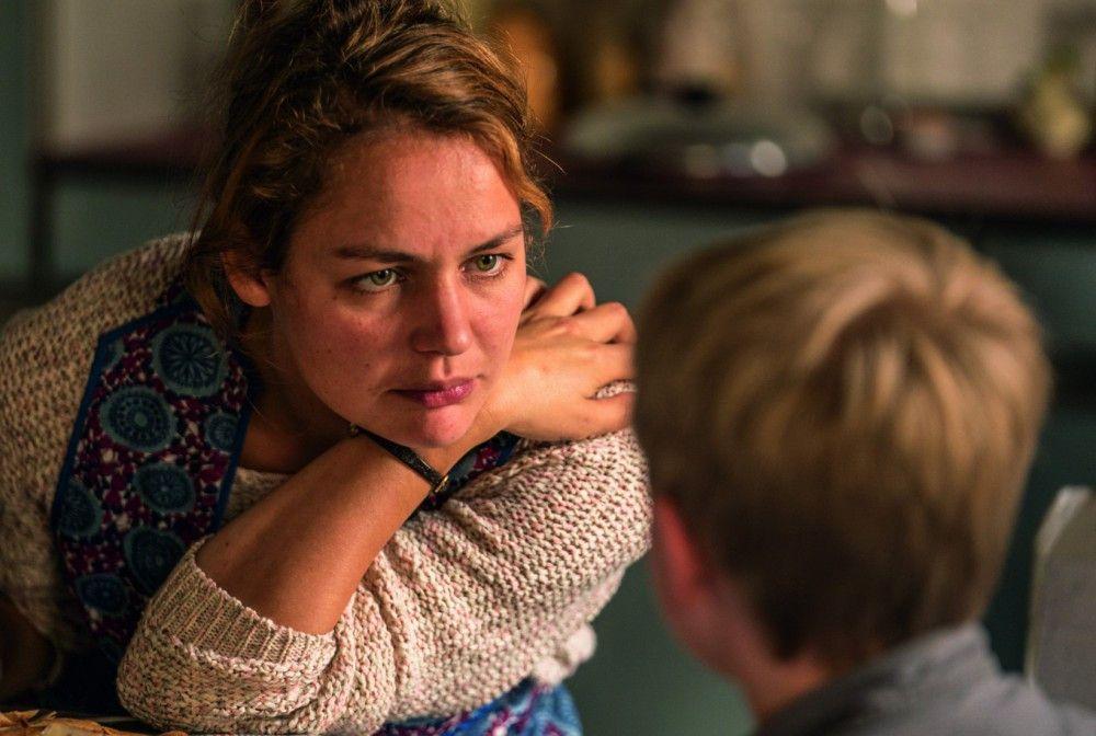 Hans-Peters Mutter (Luise Heyer) leidet unter Depressionen.