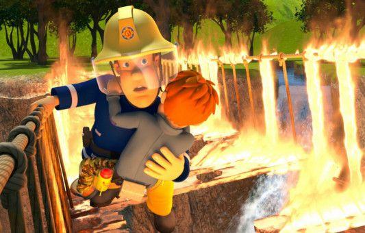 Eine spektakuläre Rettungsaktion macht Feuerwehrmann Sam über die Ortsgrenzen von Pontypandy hinaus bekannt.