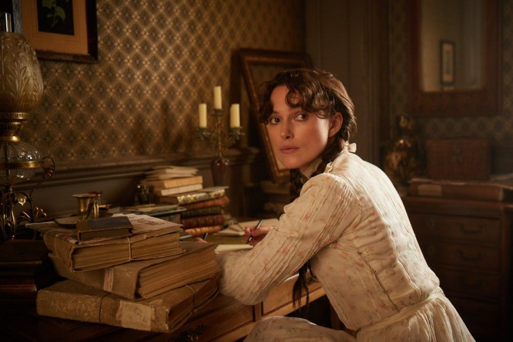 Weil Willy zu viel Geld ausgibt, muss nun auch Colette (Keira Knightley) anfangen zu schreiben - mit überraschend großem Erfolg.