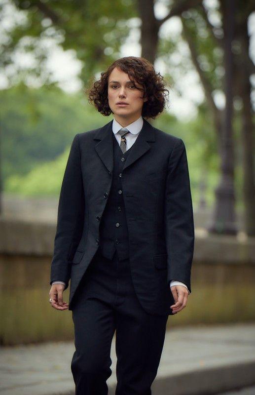 Die bisexuelle Autorin Colette (Keira Knightley) posiert zunehmend gern als Mann.