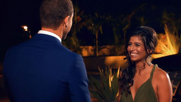 """Eva hat für den """"Bachelor"""" ihre strahlendstes Lächeln aufgesetzt."""