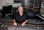 Up to date: Auch heute noch arbeitet der 84-jährige Christian Bruhn an neuer Musik, er spielt Klavier auf diversen Bühnen und kennt sich mit neuster Technik aus.